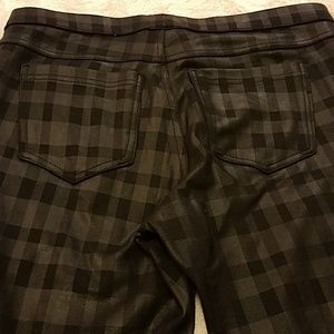 HUE Pants - HUE fun and funky black leggings/jeans